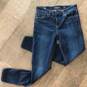 Lucky Brand Skinny leg Jean size 6/28 ankle